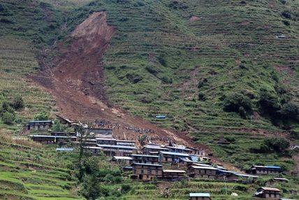 हुम्लामा पहिरोका कारण २४ घरपरिवार विस्थापित