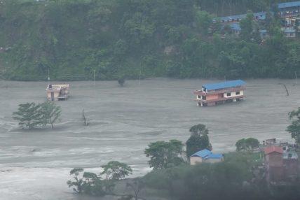 मेलम्चीमा फेरि बढ्यो पानीको बहाव, स्थानीयलाई सुरक्षित स्थानमा पठाइँदै