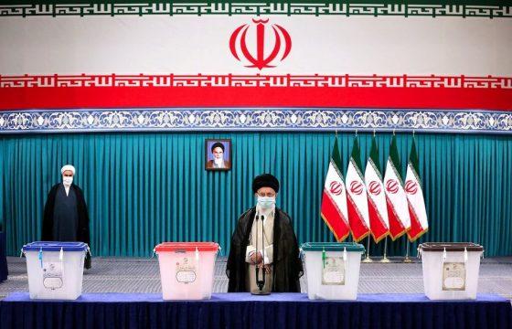 इरानमा राष्ट्रपति चुन्न मतदान हुँदै