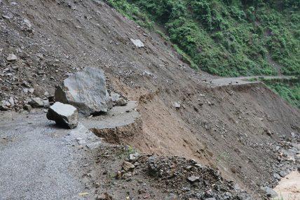 लुम्बिनी प्रदेशको पहाडी जिल्ला जोड्ने सबै सडक बन्द